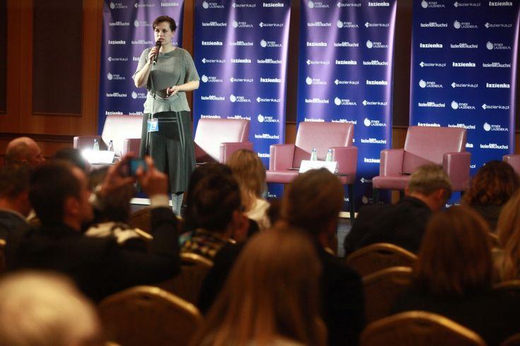 Na Forum Branży Łazienkowej Katarzyna Tworek,Brand Manager w firmie Aurora Technika Świetlna opowiedziała o najnowszych trendach w oświetleniu łazienkowym.