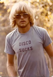 """By the late 1970s, a strong anti-disco sentiment developed among rock fans and musicians, particularly in the United States. The slogans """"disco sucks"""" and """"death to disco"""" became common."""