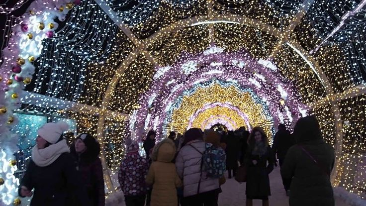 Москва, светящаяся новогодняя арка (Moscow, the glowing New Year's arch)