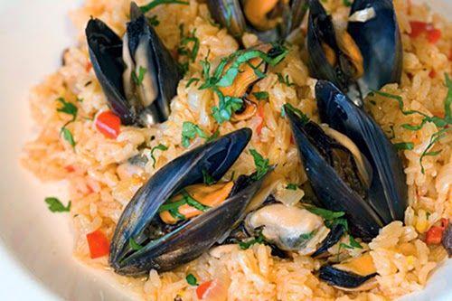 Το Μυδοπίλαφο είναι ένα φαγητό νηστίσιμο, που τρώγεται όλο το χρόνο και το φτιάχνουμε για να εντυπωσιάσουμε με τη μαγειρική μας.