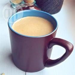 Chai Tee Konzentrat selber machen / Das Chai Konzentrat wie bei Starbucks kann man selbst zu Hause machen. Es hält sich ca. 1 Woche im Kühlschrank.@ de.allrecipes.com