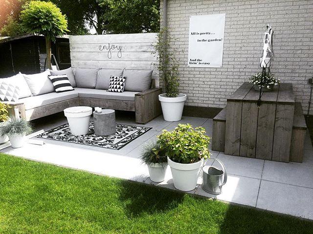 21 juni, het is zomer!! Sun is shining☀️, ik ga zo met dinnetje @stephanietjeglas een dagje shoppen in Meppel. Fijne dag! #kwantum #kwantum_nederland #basiclabel #buiten #kijkjeindetuin #garden #buitenleven #tuin #interior4all #tuinieren