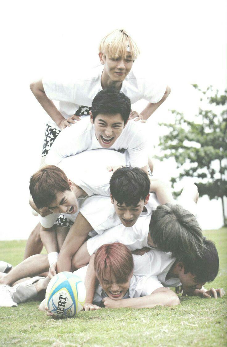 EXO Fiji Photo album Byun Baekhyun Park Chanyeol Suho Kim Junmyeon Chen Kim Jongdae Oh Sehun D.O Do Kyungsoo Kai Kim Jongin