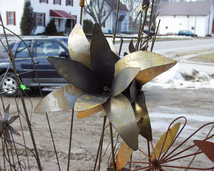 Scrap metal flower at tcm art in harrietville