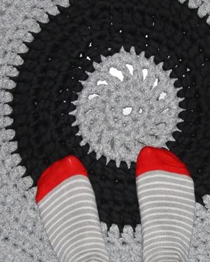 Crochet rug by Les Plumé