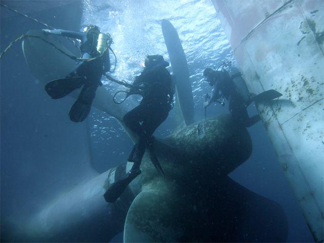SCUBA Jobs: Underwater Hull Cleaning - http://aquaviews.net/scuba-guides/scuba-jobs-underwater-hull-cleaning/?utm_source=Pinterest&utm_medium=LeisurePro+Pinterest&utm_campaign=SNAP%2Bfrom%2BAquaviews+-+SCUBA+Blog