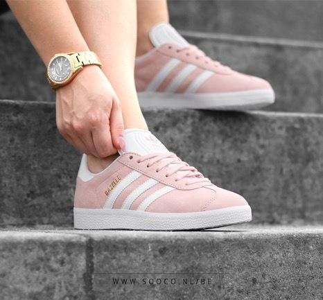 Een echt klassieker is deze roze sneaker GAZELLE 2.0 van adidas! Zie jij jezelf shinen met deze sneakers? www.sooco.nl/...