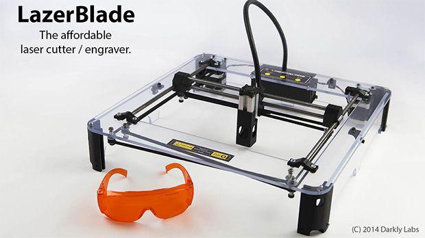 レーザーカッターはものづくりに便利なツールだが、Kickstarterに登場した「LazerBlade」は、約600豪ドル(約5万6500円)と手ごろな価格ながら、出力2Wのブルーレーザーを使用して、アクリル板や皮、木へのレーザー刻印はもちろん、紙など薄いシートならカッティングもできる。