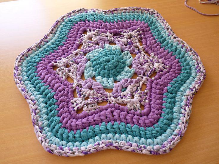 Star-shaped rag rug! By Las Totoras Alfombras.