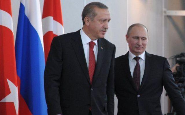 Russia e Turchia sul ciglio di una guerra tra Stati. Mosca: abbattimento jet atto premeditato Russia e Turchia sono ai ferri corti. La Russia sposta i missili nella sua base in Siria. La Turchia rafforza il confine. Putin aveva accusato Ankara nell'ultimo G20 di finanziare lo Stato Islamico. I #russia #turchia #isis #siria