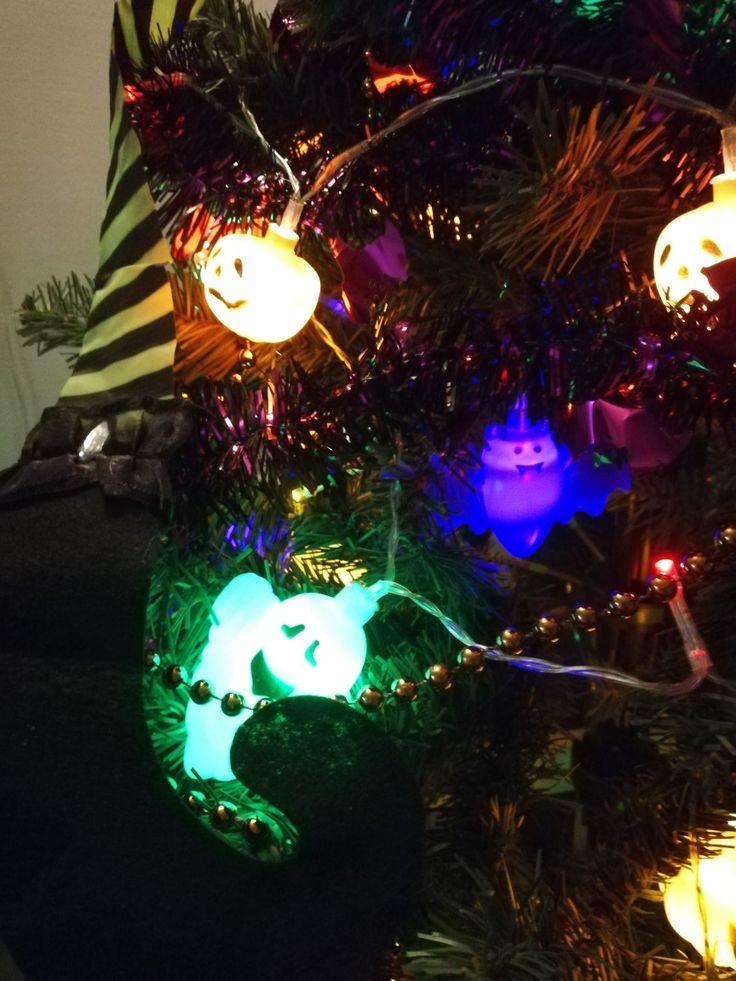 Kerstlichtjes pimpen door halloween ornamenten over het lichtje te - best decorated houses for halloween