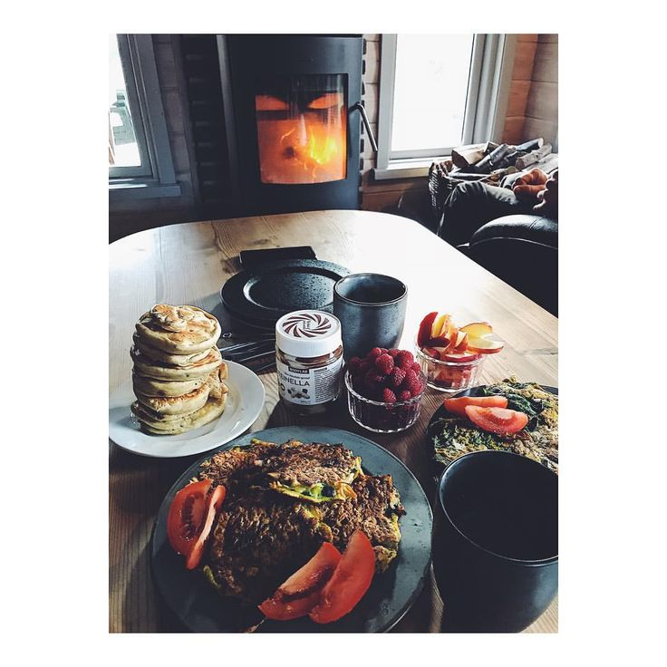 Perfect sunday breakfast 🥞☕️ ☀️More of those. 🍀 But now it is time for a run in the sun with my bf. 🏃♀️ #bodylabdk #pancakemix #coffee #sunday #snooze #fitnesslifestyle #fitfamdk #healthyliving #proteinella #pancakes #healthyeating #pancakestack #fireplace #morgen