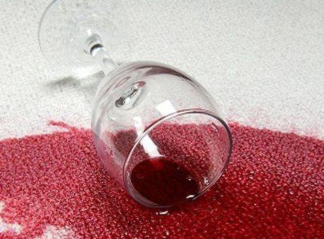 Sevgilinizle baş başa romantik bir an yaşarken veya eğlenceli bir kalabalıkla kutlama yaparken, şarap içmekten keyif alıyorsunuz. Fakat küçük bir dikkatsiz