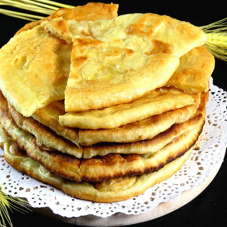 Savuros.TV Turte cu cașcaval pe bază de iaurt la tigaie – se prepară rapid și au un gust extraordinar! - Savuros.TV