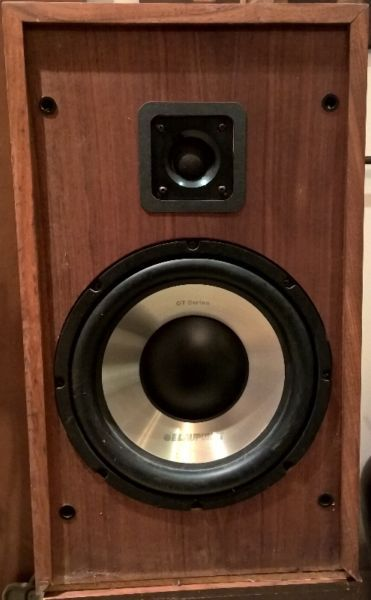 "cerwin vega vintage speakers–12"" blaupunkt 200 watts rms woofer each woofers are less than 5 years old. 12"" woofer in front (200 wats rms per channel) 2"" tweeter in front 5"" midrange in back crossover in back dimensions 25"" h x 14.5"" w x 11.5"" d covers not available cerwin vega vintage haut-parleurs – 12 ""blaupunkt 200 watts rms woofer chaque woofers sont moins de 5 ans. 1"