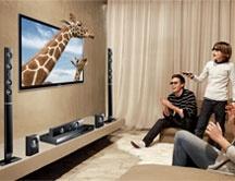 Ni es ya una caja (se impone el diseño ultralight) ni es tonta, sino muy lista. Te contamos las diferencias entre una tele convencional y una smart Tv .