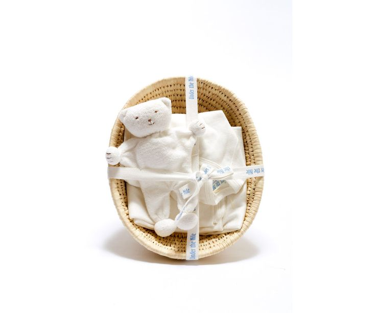 Presentbox nyfödd. Ekologisk body, filt och söt liten nalle från Under the Nile. 399 kr. https://www.rekostart.se/temaboxar.html