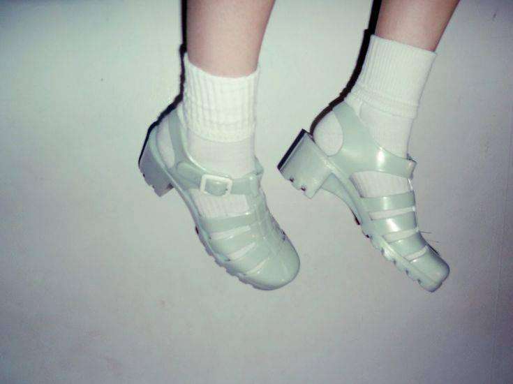 juju jelly shoes Totally had a pair of these lol #JellyShoesOutfit