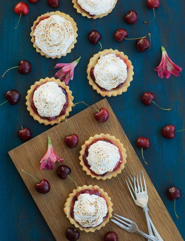 """Bake together"" </br>Kirsch-Meringue-Mini-Pies"