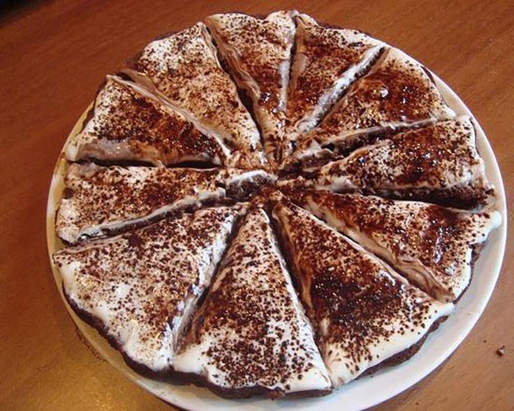 Egyszerű torta, az íze mennyei és oly puha, hogy szinte elolvad a szádban! Ha szeretnél egy finom süteményt elfogyasztani, de nem akarsz sok időt pazarolni a konyhában, akkor a most következő receptet neked ajánljuk. A hozzávalók kiméréséhez 2,5 dl-s bögrét használunk. Hozzávalók: 1 bögre joghurt, 1 csapott kiskanál szódabikarbóna, 1[...]