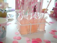 Til Fidusens fødselsdag lavede hende og jeg en portion lækker lyserød lemonade, som passede så pænt ind i prinsessetemaet.  Jeg ville gerne have noge