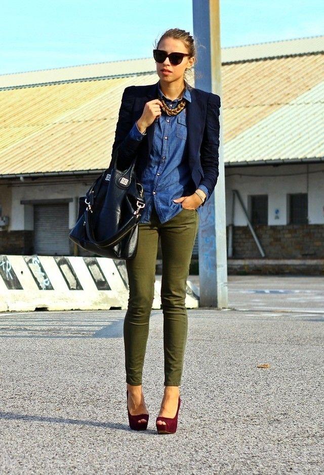 Camisa jeans com calça verde