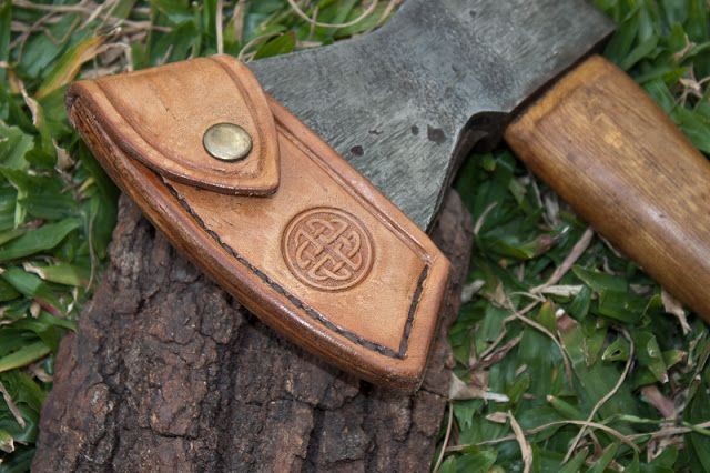 My first leather work - axe sheath (Pic Heavy !)
