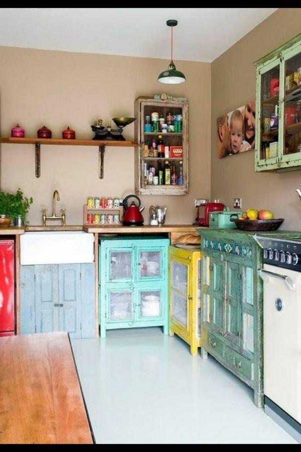 AuBergewohnlich Retro Vintage Küche Mit Küchenschränken In Verschiedenen Farben