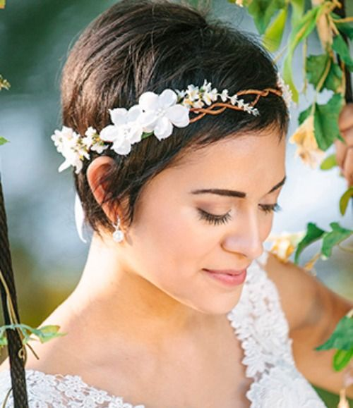 """""""A BEAUTIFUL LITTLE LIFE: Perfect PIXIE Haircuts Part 4: 31 Brides with Pixie Cuts"""" I love this crown!"""