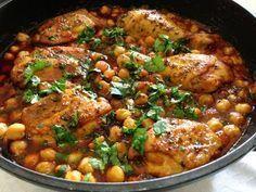 מתכון שוקי עוף ברוטב עגבניות וחומוס, תבשיל שוקי עוף ברוטב עם גרגירי חומוס ותבלינים - מנה עיקרית נהדרת שיכולה להתאים לפסח לאוכלי קטניות