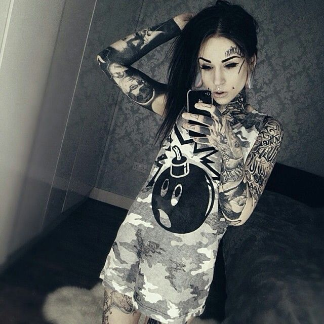 Tattoo Woman Photo: Monami Frost And D