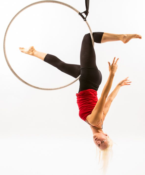 New Moves from the Spin City Hoop Bible - Side Bar Thigh Hold: http://www.spincityinstructortraining.com/shop