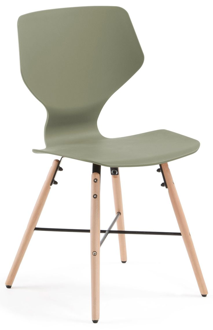 Meravigliosa sedia di design, dal gusto ricercato e particolare. Per uscire fuori dagli schemi della classica sedia e andare alla ricerca di originalità e innovazione. Una linea fresca ed accattivante, per un arredo nuovo, raffinato e moderno. Grazie al suo disegno e alla gamma di colori, potrete scegliere quella che più si addice al vostro ambiente.