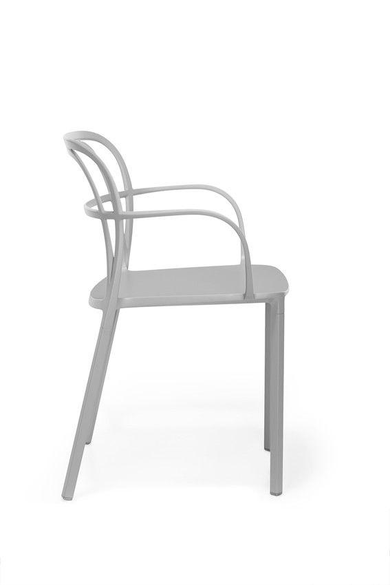 Jetzt bei Desigano.com Intrigo Armlehnstuhl Sitzmöbel, Stühle von Pedrali ab Euro 325,00 € INTRIGO Armlehnstuhl von Pedrali bringt, wenn Sie es so wünschen, Farbe in Ihre Räumlichkeiten. Den einzigartigen INTRIGO gibt es in neun verschiedenen Farben, wählen Sie selbst welcher Ihr Favorit ist. Die effiziente Druckguss-Aluminium Technologie garantiert Festigkeit und ermöglicht unterschiedliche Abschnitte für Rücken, Armlehnen und Beine. INTRIGO ist ein eleganter Stuhl, der sich problemlos in…