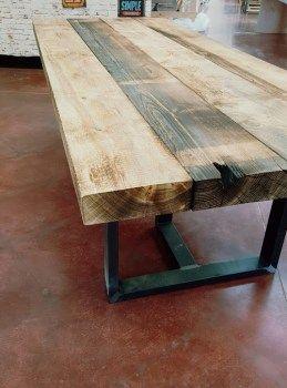 Tavolo da pranzo POL in legno massello grezzo e gambe in ferro