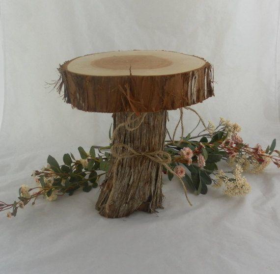 Niveaux de Cake Stand ~ Juniper bois Cake Stand ~ mariage rustique, Grange mariage, mariage en plein air, rustique Cake Stand, Log Cake Stand