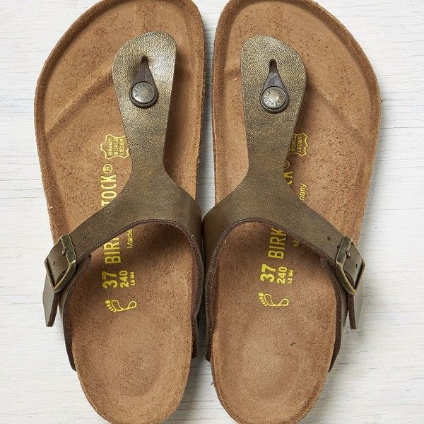 Birkenstock Gizeh Sandals ($85) ❤ liked on Polyvore featuring shoes, sandals, gold, lightweight shoes, light weight shoes, birkenstock, birkenstock footwear and birkenstock shoes