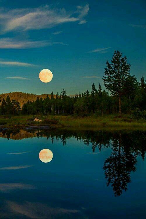 Tramonto di luna bellissimo.