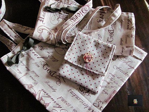 completino di due shopperine con scritte angeliche in cotone misto lino, coordinata alla pochettina con ciondolino e bottone perchè è sempre