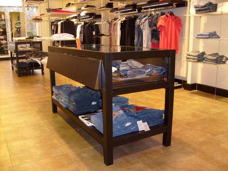 Arredamento negozio abbigliamento Majadress Belluno