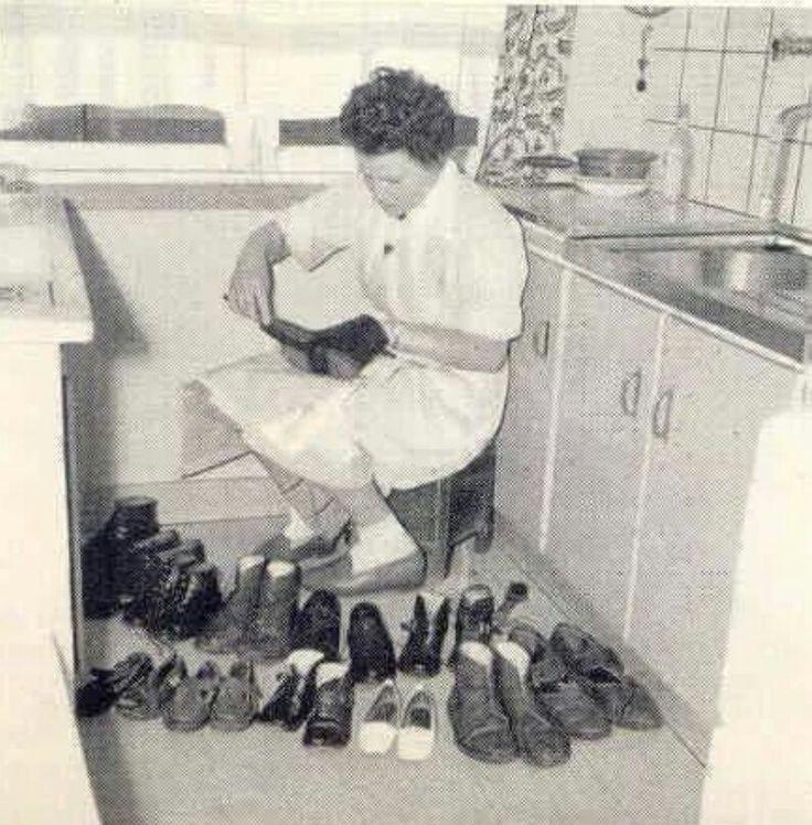 Schoenen poetsen, wie doet dat nog?
