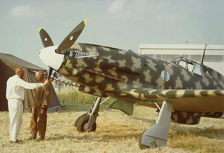Macchi MC 202  were built with an Italian  version of the Daimler-Benz DB 601Aa engine and with a redesigned, more streamlined fuselage. Considered to be one of the best wartime fighters to serve in large numbers with the Regia Aeronautica, the Folgore operated on all fronts in which Italy was involved.