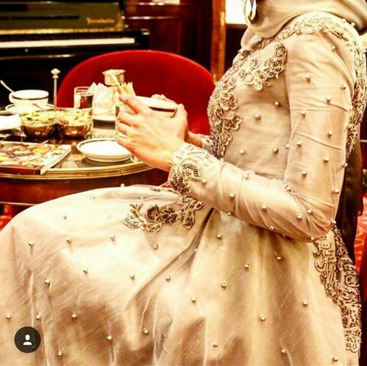 Tuay Karaca incili elbise yakın detay <3