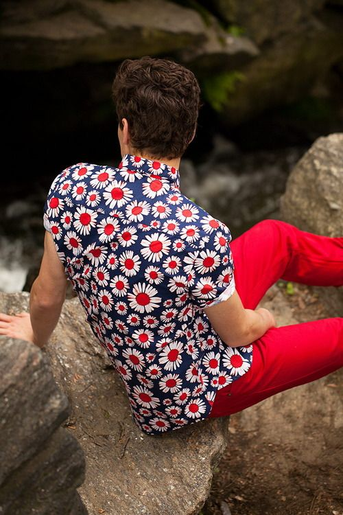 Digging this combo of a daisy print shirt (Topman) and red pants