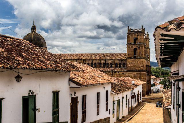 Barichara, Santander Colombia Foto Salta Conmigo La limpieza de las calles, la blancura de las paredes, el cuidado de los detalles... el decorado de Barichara te engancha