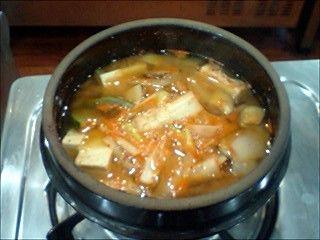 定番のテンジャンチゲです。日本の味噌汁のように、ダシさえあれば、とっても簡単に出来ちゃいます!韓国の料理学校で習った本場の味です♪