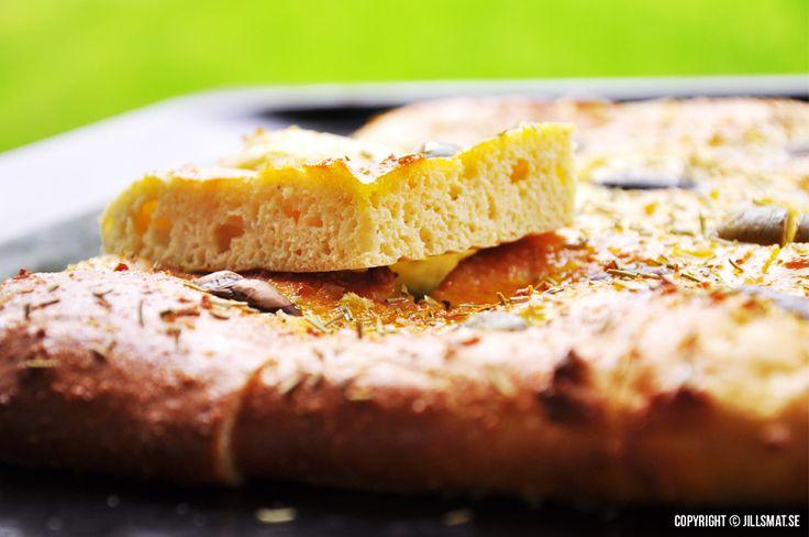 Ett av mina favoritbröd som passar utmärkt till buffén eller som tillbehör till en god soppa. Fungerar bra...Läs mer