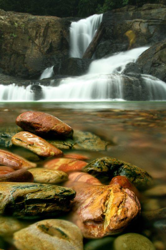 Sarawak, chutes de Long Iman, Gunung Mulu National Park. #Malaisie #GunungMulu http://www.randonnee-nature.com/