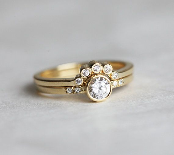 Round Diamond Ring with Bezel Diamond Crown Ring by capucinne