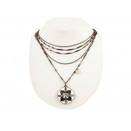 Naszyjnik GUESS kobietyKategoria:Biżuteria Kolor(y):czarny - białystal nierdzewna - Cyrkoniaszczególy:logo marki, cekiny, wzorzapięciemała torebka52 cm